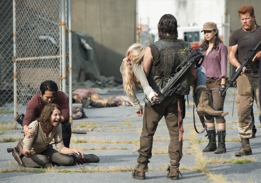 the-walking-dead-episode-508-daryl-reedus-maggie-cohan-935.jpg