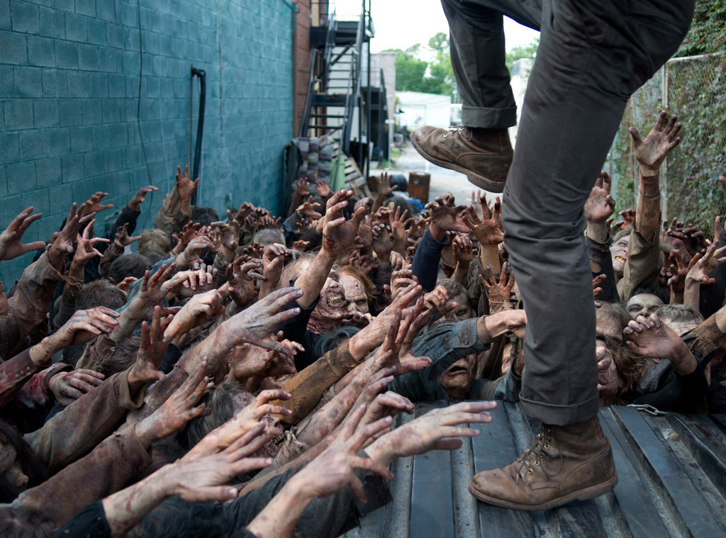 The Walking Dead Glenn survives walker horde