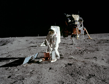 moon landing conspiracy theory objects should be visible