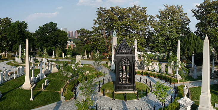 The Haunting of Richmond's Hollywood Cemetery Southern shrine home to anguished soldiers, an eternal watch dog, and one hideous vampire with jagged teeth and hanging skin.