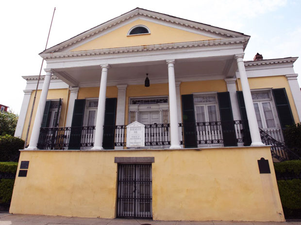 Haunted History of New Orleans' Beauregard-Keyes House Confederate soldiers and haunted dolls
