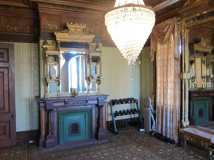 Kreischer Mansion interior