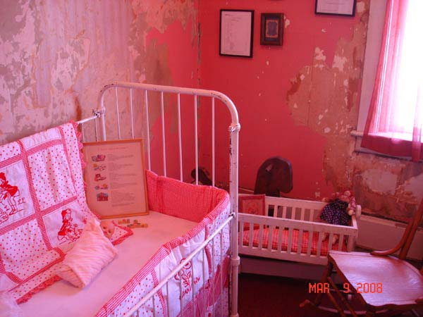 Knickerbocker Hotel kids room doll