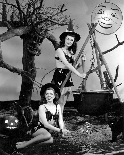 witches vintage halloween pinup