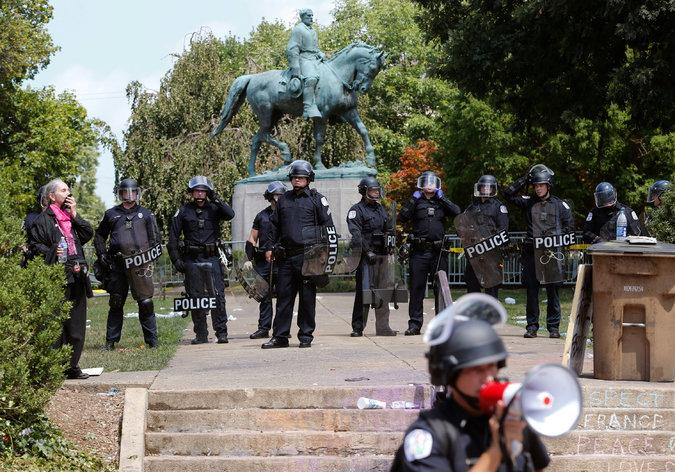 Charlottesville Robert E Lee statue