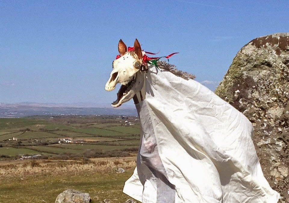 Weird Christmas – Mari Lwyd The party animal horse skull of Wales