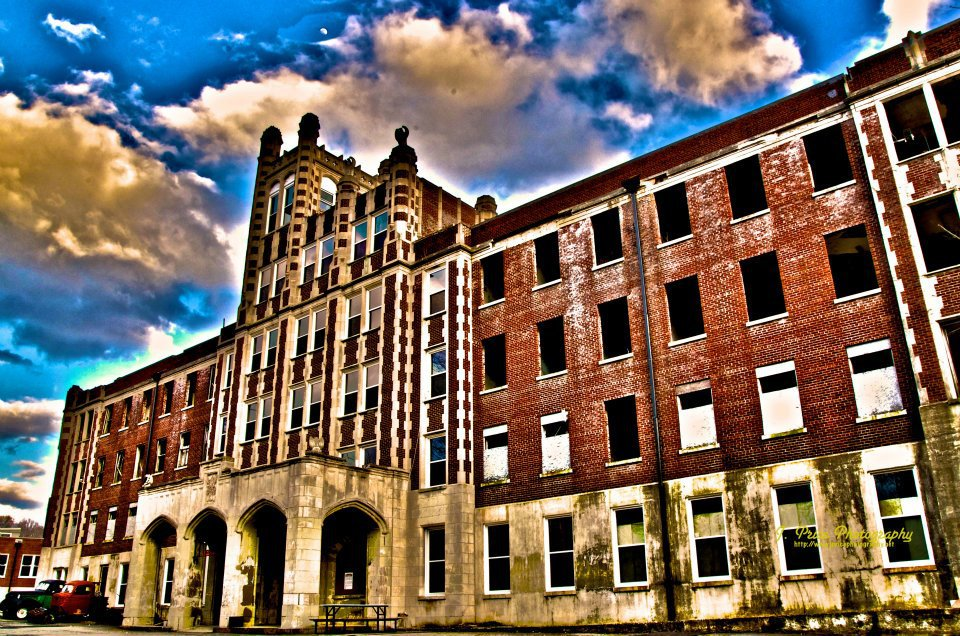 Waverly Hills Sanatorium – America's Paranormal Playroom History, hauntings, tour of the infamous shuttered Louisville TB hospital